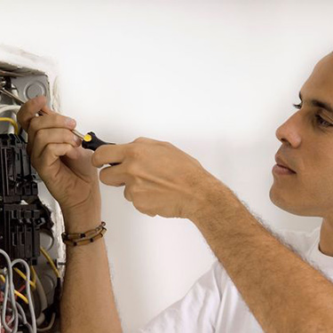 3 signs your home may need a new electrical panel
